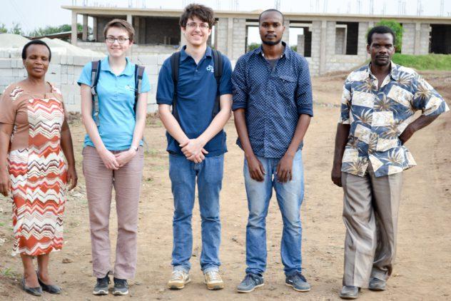Guided tour of the school building site (Zeituni Msangi, Elisabeth Schulz, Tim Müller, Hatibu Hassan, Augustino Mwasamwile)